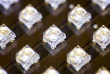Białe diody LED z kropkami kwantowymi w postaci płynnej