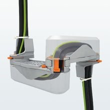 System prowadzenia kabli i przewodów do drzwi szafy sterowniczej